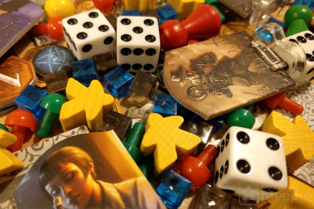 Piezas juego de mesa moderno