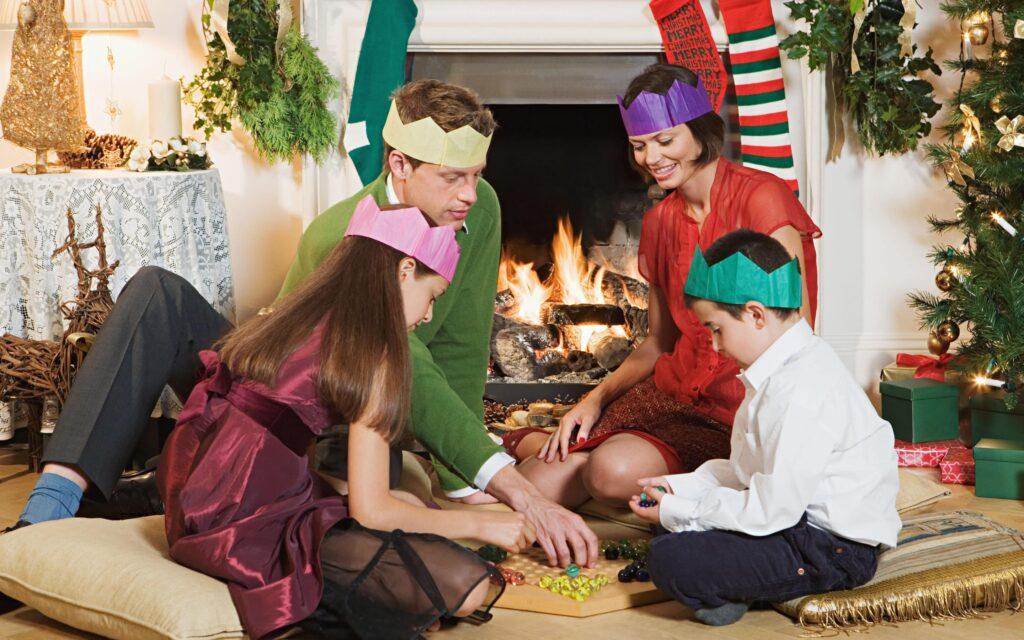 Familia jugando Navidad