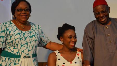 Chimamanda Adichie con sus padres