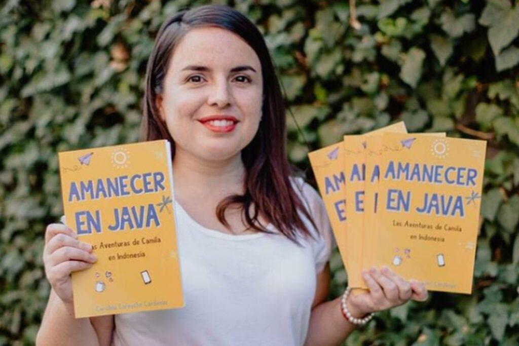 Amanecer en Java: la primera novela de Carolina Carvacho